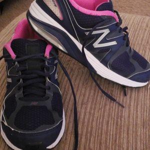 New balance women's running shoes sz 9 2e width